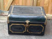 VINTAGE RUSTIC INDUSTRIAL CHIC LARGE NAVY BLUE & GOLD METAL STORAGE TRUNK/CHEST