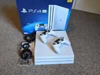PS4 Pro 1tb - Glacial White - 2 Controllers