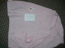 Pink blanket for baby girl from Gap, 100x60 cm. Very good clean condition.