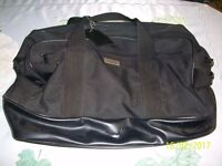 Parfums Givenchy Holdall in Black