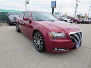 2013 Chrysler 300 S - RWD, GPS, Sunroof, Bluetooth, Back Up Cam