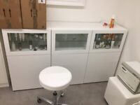 BESTÅ Storage combination with doors, white/Smeviken/Kabbarp white clear glass180x42x114 cm