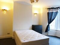 Spacious 4 Bedroom House with garden in Willesden Green - NW10 2BP