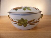 Royal Worcester- Evesham - Casserole Dish and Lid Size is 2.5 pint