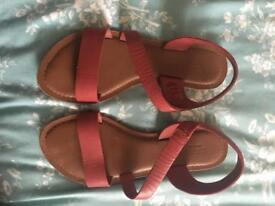 SEASALT CORNWALL LEATHER SANDALS IN BERRY SIZE 4