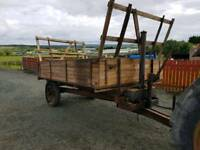 Tractor drop side tipping trailer with front and rear removable bale holders