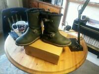 UGG 4.5 boots black calf leather