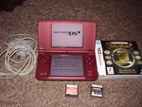 NINTENDO DSI XL WITH GAMES ANS CHARGER