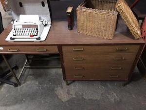 Sélection unique de Pupitres à vendre - Super Aubaines ! WOOD RETRO VINTAGE MODERN Desks for sale, Great Savings!