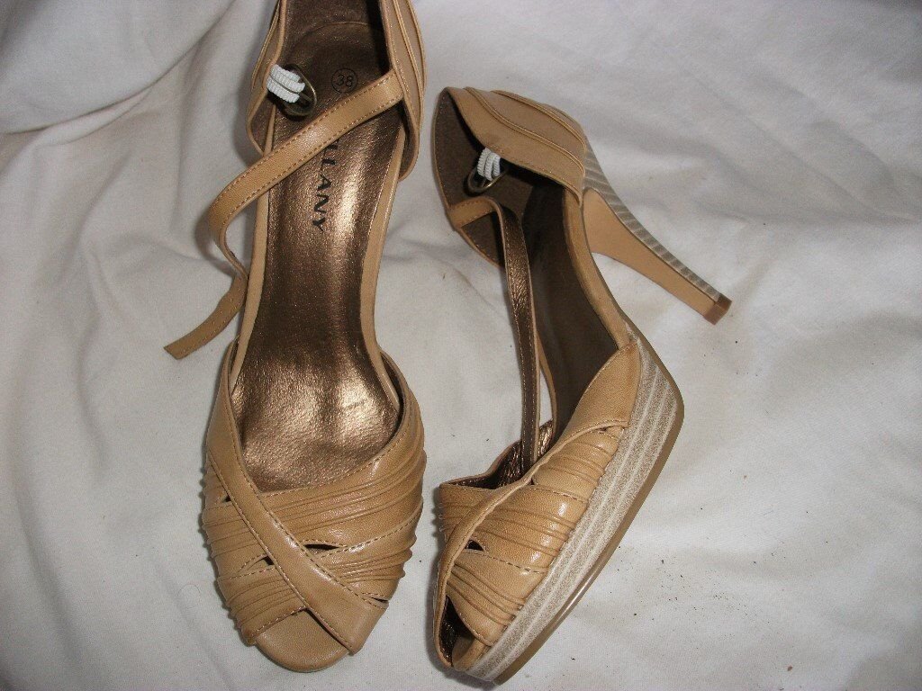 Ladies shoes size 5 new