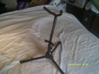 A STAND for SAXOPHONES In BLACK ENAMEL METAL , ALTO or TENOR , VERY STRONG ++++++
