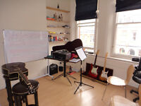 Guitar Lessons - Fist Lesson FREE - £20/hour - North London