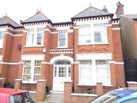 Three double bedroom, split level flat in Tooting Bec minutes from the tube