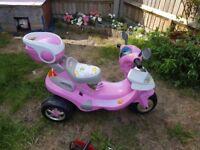 Like new girls 6v motorised scooter
