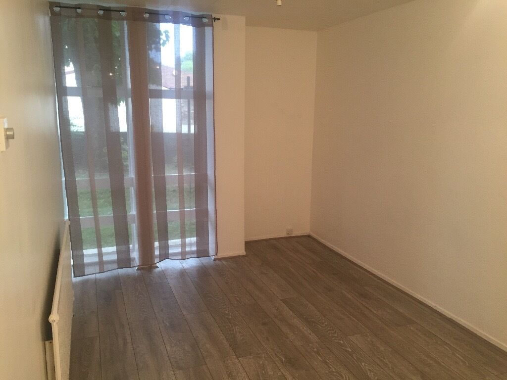 2 Bedroom Ground Floor Flat in Chedwell Heath