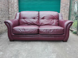 CLERANCE Leather sofa settee in very good condition