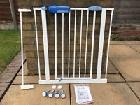 Lindam Easy Fit Premium Easy Close Stair Safety Gate With Extender