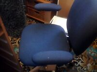 Swivel chair pine legs ideal for any room tv\ chair