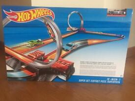 Hot Wheels 10 in 1 Playset (BRAND NEW IN BOX)