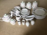 Boots dinner and tea set plus assorted mugs and glassware