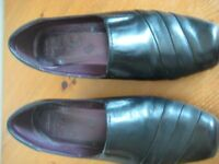 CLARKS CUSHION SOFT BLACK LEATHER SHOES - SIZE 3
