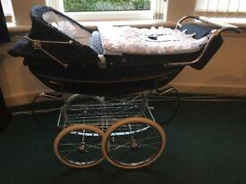 Silvercross vintage style pram blue it has tray bag pram set blankets 8 months old