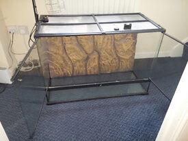 Exo Terra Glass Reptile Terrarium / Vivarium / Viv - 90L* 60H * 45D - plus Lock & Heat Lamp/Mounting