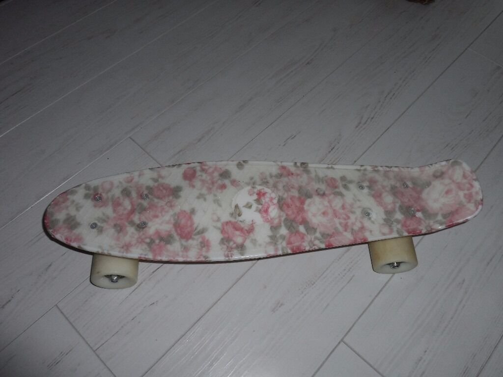 PENNY STYLE SKATEBOARD USED ONCE WITH GRIP TAPE 22 INCH GOOD QUALITY SMOOTH RIDE