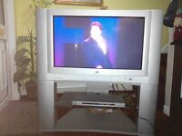 "JVC 32"" CRT TV plus DVD player old style but working as good as new not used much"