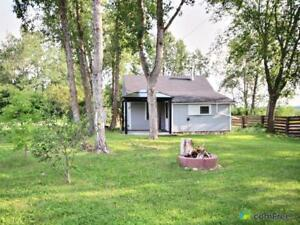 $159,000 - Cottage for sale in South Cooking Lake