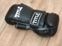 Title 12 oz Gloves
