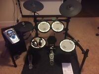 Electric drum kit - Mint Condition -Roland TD-15 with Speakers, Pedal, Mat and extras