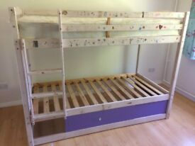 White Pine bunk bed with 1 mattress