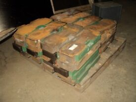 1 tonne of cast iron weights