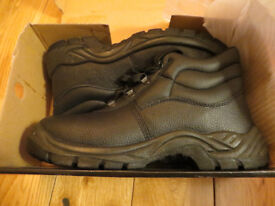 ARCO Mens Black Safety Chukka Boots, Size 9