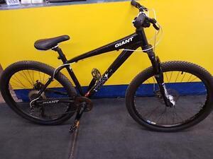 Magnifique vélo de montagne de marque giant, model brass, Taille Meduim, en super bon état pour seulement 249.99$!! (Z00