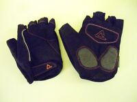 Unisex Dare2b Black & Red Cycling Mitts. Size: Large