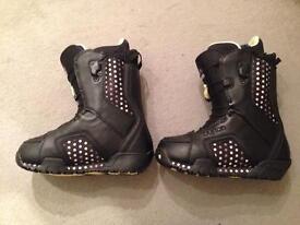 Women's burton snowboard boots Size 4/5