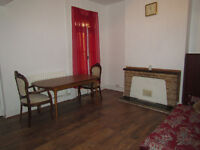 High qulity EXTRA LARGE DOUBLE ROOM TO RENT - NO deposit