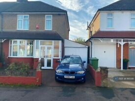 3 bedroom house in Bushby Avenue, Broxbourne, EN10 (3 bed) (#1165516)