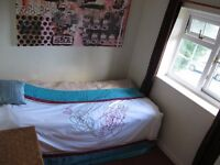 Single bedsit available with shared kitchen/bathroom available in Haywards Heath