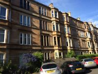 Large Double Room in a Traditional Flat, Albert Avenue, Southside of Glasgow, near Shawlands G42 8RD