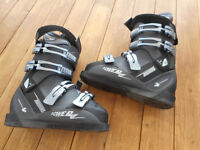 """Rossignol """"Power17"""" Ski Boots (UK Size 4.5) & boot bag"""