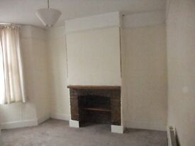 2 bed period Terrace House, central Taunton. No smokers or pets.