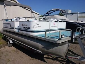 1995 Smoker-Craft Inc 20 ft pontoon
