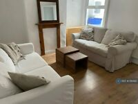 4 bedroom house in Lennox Road, Reading - Whiteknights / University, RG6 (4 bed) (#1118490)