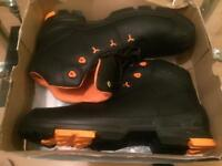 Size 16 man safety boot brand new