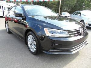 2016 Volkswagen Jetta *5 Speed*Sunroof*Low Low Km's!*