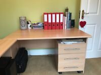 Excellent condition contemporary home office desk and drawers
