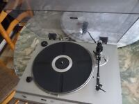 lovely teleton fully automatic record player& eighteen english records,plays 33 rpm & 45 rpm records